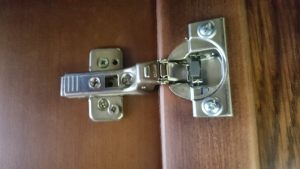 Петля для распашной двери с доводчиком Батайск