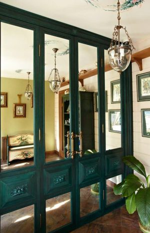 Распашные двери филенкой и декоративными накладками Батайск